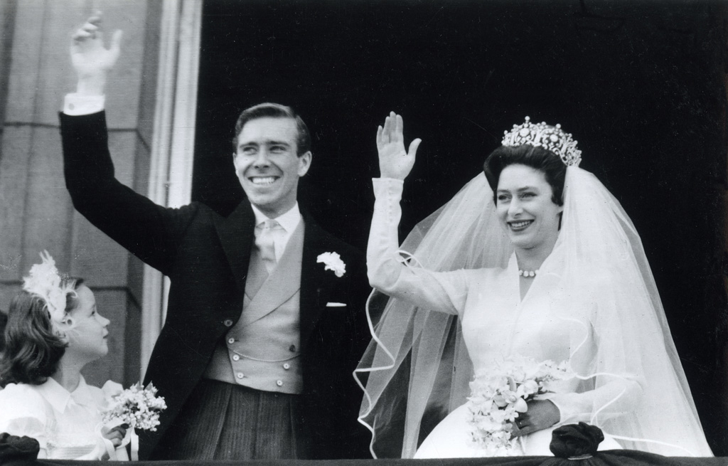 The marriage of HRH The Princess Margaret (1930-2002) to Anthony Armstrong-Jones (1930-). The couple pictured on the balcony of Buckingham Palace acknowledging the cheering crowds after their wedding ceremony on 6th May 1960. Date: 1960