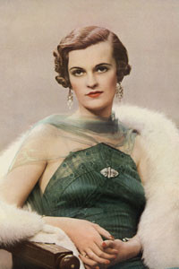 "Margaret Whigham (1912-1993), British society figure, debutante of the year in 1930. Later Mrs Charles Sweeny, after marrying the American golfer, and then Duchess of Argyll, whose scandalous divorce case, involving the photographs of the ""headless"" man plunged her into disgrace and penury.     Date: 1935"