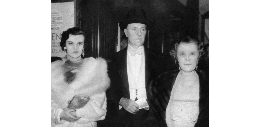 Mrs Charles Sweeny (1912-1993), formerly Miss Margaret Whigham, and later, on her second marriage, the Duchess of Argyll, pictured with her parents, Mr and Mrs George Hay Whigham at the film premiere of Jew Suss in London in October 1934, an event also attended by Prince George (Duke of Kent). Date: 1934