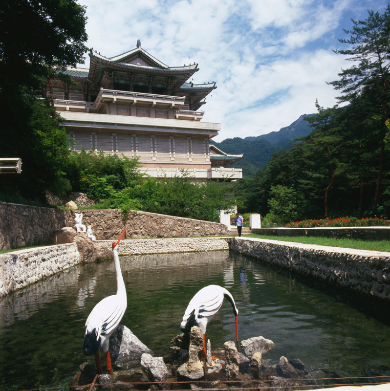 External view of the International Friendship Exhibition Palace (or Hall), a six-storey temple at Myohyang-san (Mysterious Fragrant Mountain) in North Pyongan province, in the Myohyang mountain area of North Korea.  The temple opened in 1978 and displays presents received by North Korean leaders over the years.   circa 2000