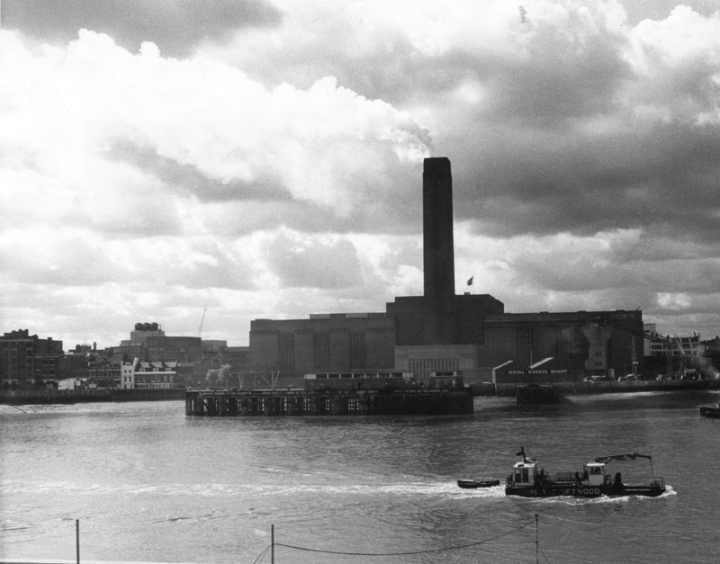 View of Bankside Power Station, an oil-fired power station located on the south bank of the River Thames, London, 30 April 1975.  The power station generated electricity from 1952 to 1981.  Since 2000 it has housed the Tate Modern museum of art.       Date: 1975