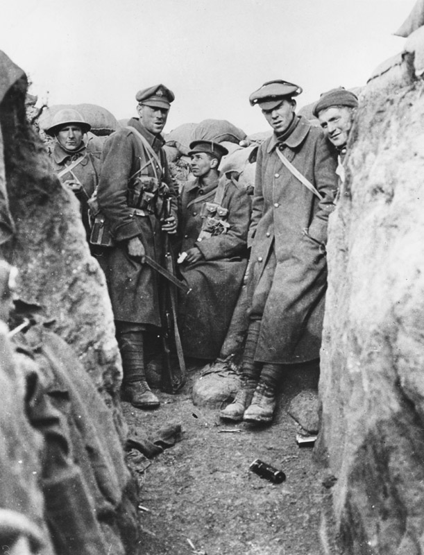 Two bombers and bayonet men at the end of sap occupied by L F Company, 2nd Battalion Scots Guards during the attack on 17th October 1915 on the Western Front in France during World War I. In this attack 5 officers and 110 other ranks were killed and wounded.     Date: 17th October 1915